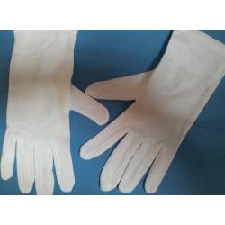 Guantes blancos de algodón
